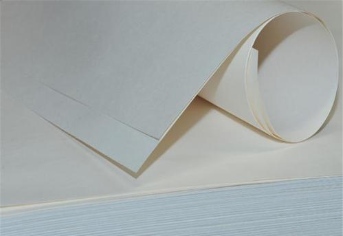 白牛皮紙是用什么材料制作而成的